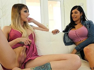 Transe Gets Handjob Mädchen